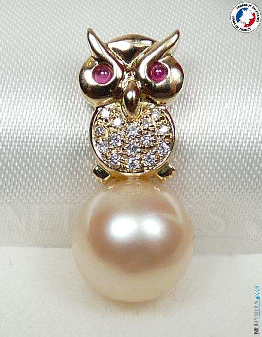 Bijou Hibou Or 18 carats 15 diamants et deux saphirs cabochon avec perle doree d'australie