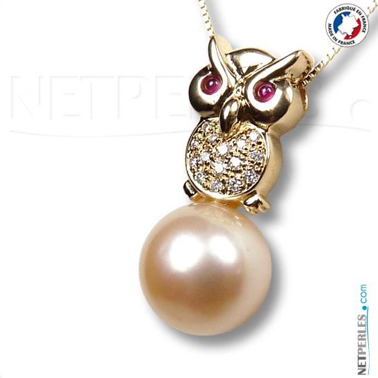 Hibou en or 18 carats avec 15 diamants et deux cabochons saphir pour les yeux avec perle doree d'australie