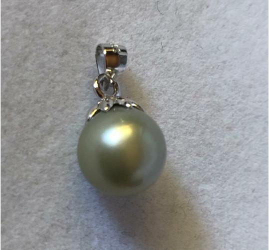 Pendente in argento e perla grigia argentata a goccia dalle Filippine