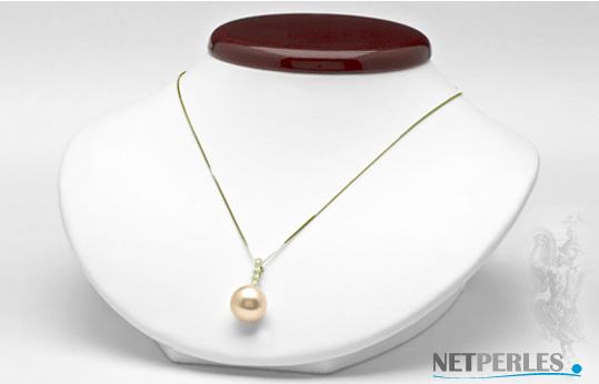 Pendentif or 18 carats avec 4 diamants pour 0,12 carat et une perle doree d'australie de 9 mm à 15 mm