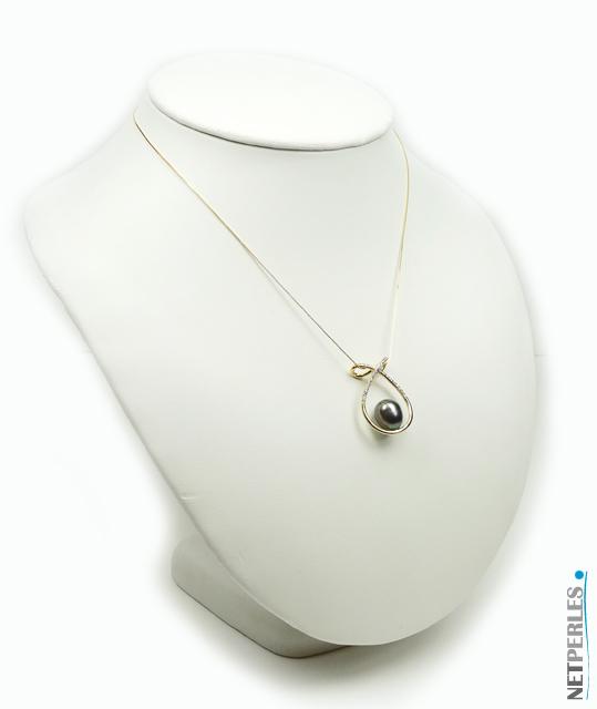 Pendentif Univers avec diamants et perle de Tahiti baroque