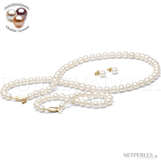 Parure de perles de culture d'eau douce blanches qualité DOUCEHADAMA composée d'un Collier de 45 cm d'un Bracelet de 18 cm d'une paire de boucles d'Oreilles.