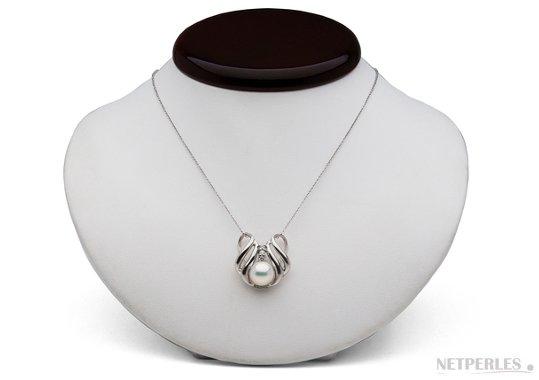 Pendentif en argent avec perle d'eau douce et diamants