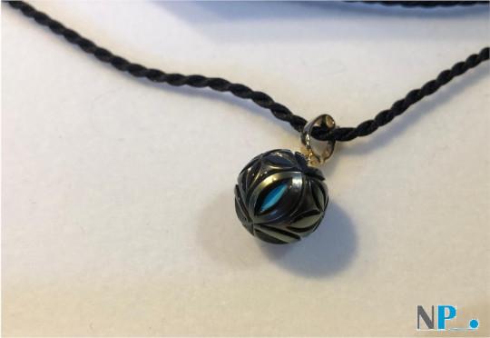 Pendentif or 14k avec Perle de Tahiti sculptée et nucléon en Turquoise apparent
