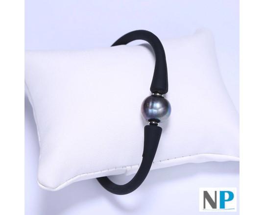 Une perle d'eau douce noire sur bracelet en silicone