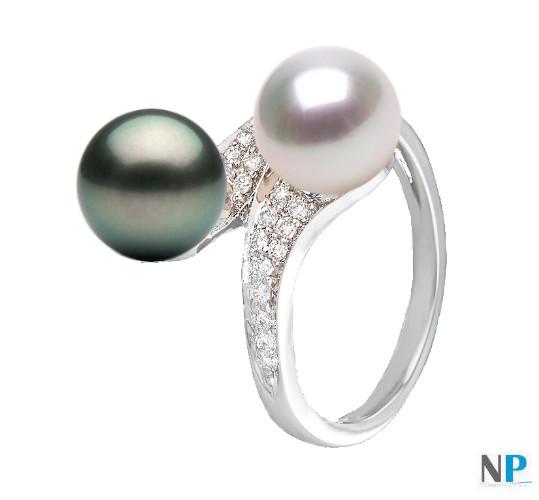 Bague en Or 18k avec diamants et une perle d'eau douce blanche et une perle de Tahiti noire