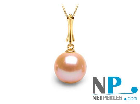 Pendentif Stylet présenté avec une perle rose pêche en or jaune
