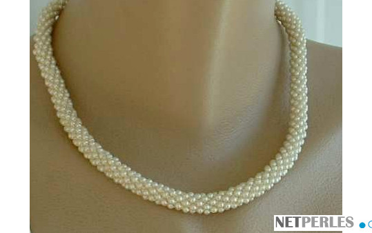 Collier en torsade , perles d'eau douce de 2 mm, blanches en formes patate