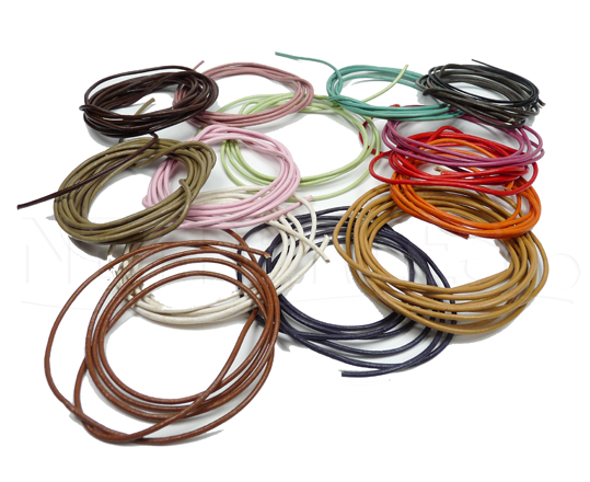 Cordoncini di cuoio di diversi colori