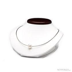 Câble fin 0,55 mm en or 18k traversant une perle d'Australie blanche argentée