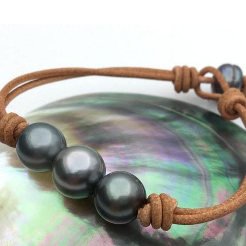 Bracelet Cuir Perles Tahiti PEACOCK 1x11-12 mm AAA, 2x10-11 mm AAA, 2 noeud fermé avec perle, 1x8-9 mm AAA