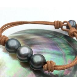 Bracelet Cuir avec 3 perles de Tahiti 11-12 mm AA sur Cuir, unisexe
