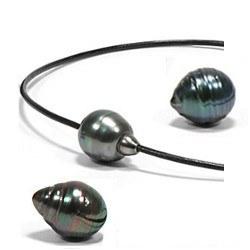 Collier/Bracelet Cuir traversant perle baroque de Tahiti 12-13 mm aux noeuds coulissants