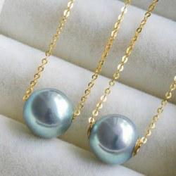 Perle d'Akoya Bleue 8-9 mm AAA avec cercles en Or Jaune 18k sur chaine 45 cm