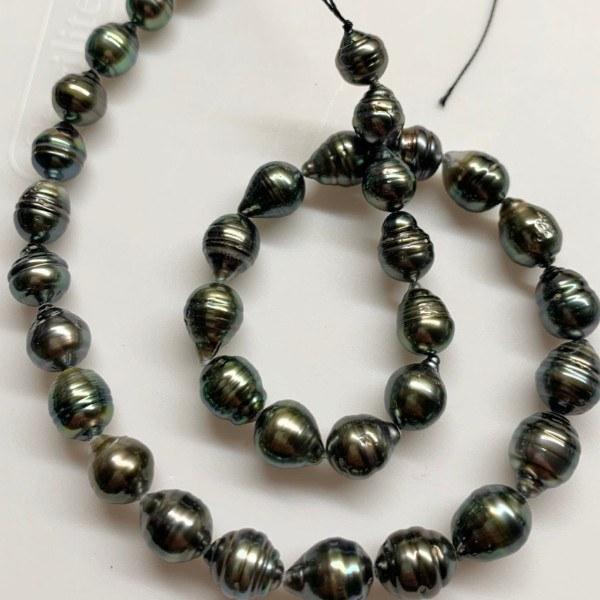 Collier 44 cm de perles Baroques de Tahiti, de 8-10 mm cerclées très lumineuses